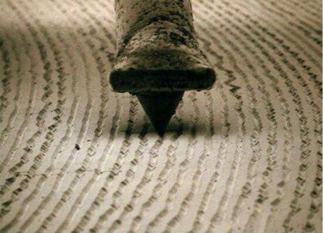vinyl-playing