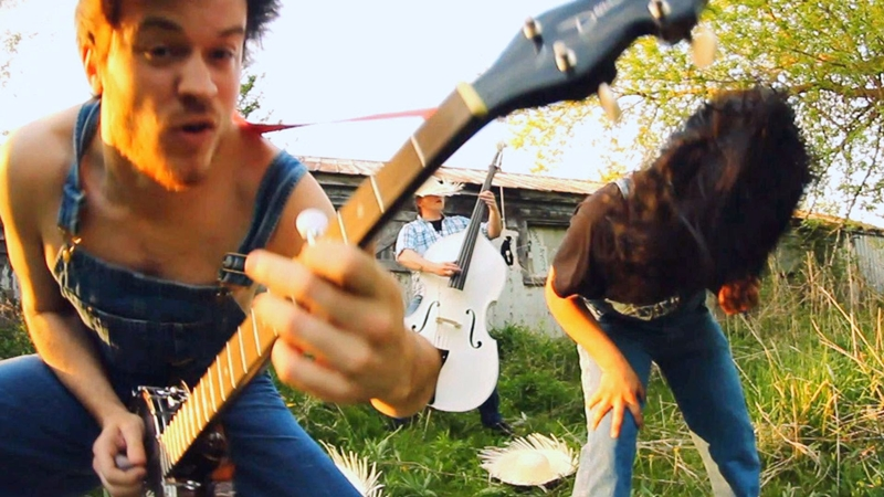 viral-video-banjo-cover-of-metallicas-battery
