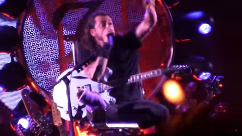 foo-fighters-throne