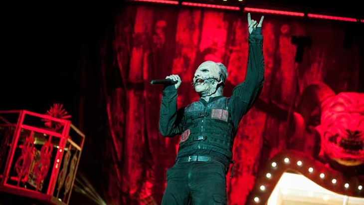 corey-taylor-live-with-slipknot