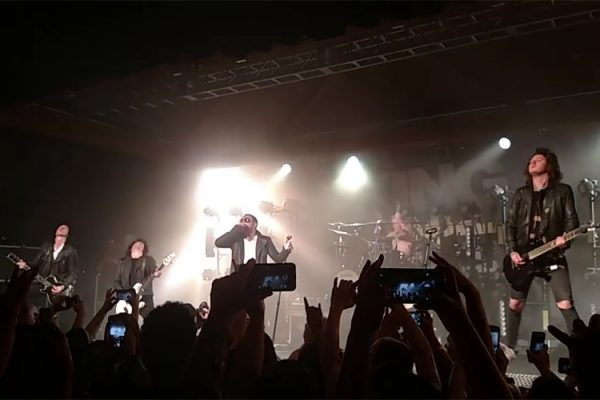 danny-worsnop-first-show-back-in-asking-alexandria-102516