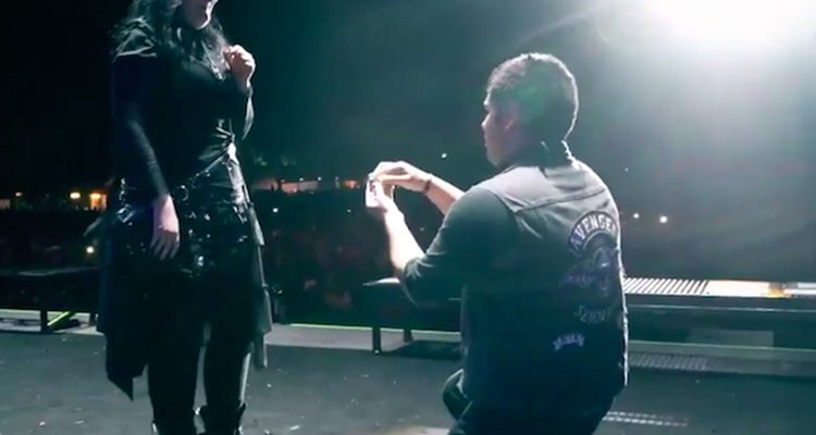 watch-fan-propose-on-stage-during-avenged-sevenfolds-massive-festival-set